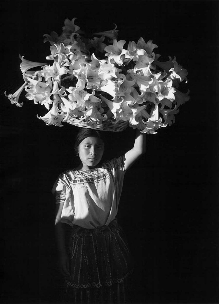 Flor Garduño, Basket of Light (Canasta de luz, Sumpango, Guatemala), 1989. Gelatin silver print. SBMA, Museum purchase with funds provided by Mr. and Mrs. Thomas Amory.