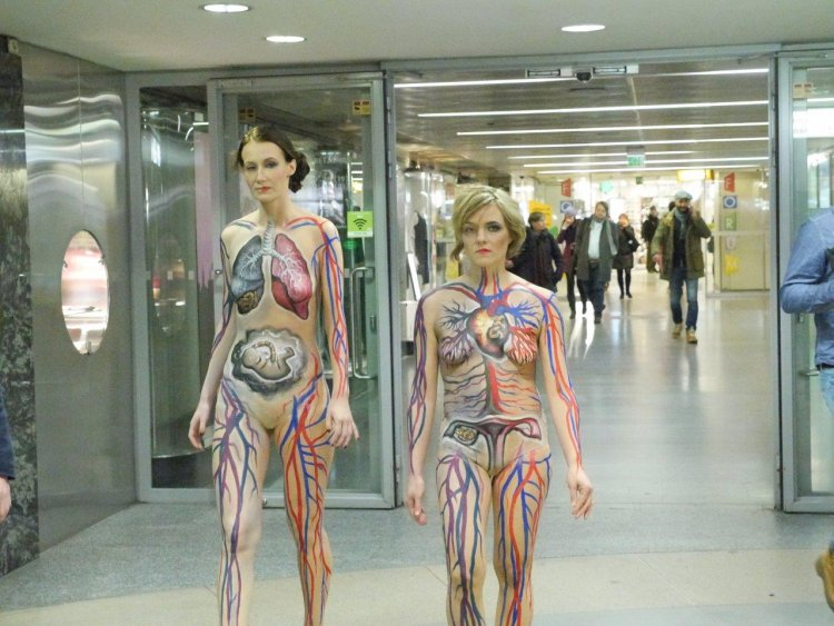 Body painting artist Riina Laine | Non-smoking campaign for Pfizer